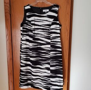 Size 14W Jones Studio b&w sheath dress